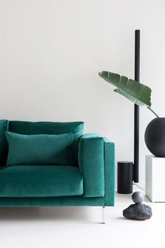 Simply Velvet is a soft, lightweight, everyday velvet fabric made of a very short, fine pile. Available in a select palette of classic colours. Ikea 3 Seater Sofa, Ikea Nockeby Sofa, Chaise Ikea, Ikea Sofa, Green Velvet Sofa, Green Sofa, Black Sofa, Black Interior Design, Interior Ideas
