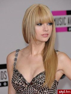 Taylor swifts hair can do no wrong!