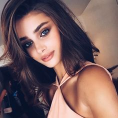 Taylor Hill is model from America. She's a Victoria's Secret Angel since Hill was a gymnast, before becoming a model and she has three siblings. Taylor Marie Hill, Beauty Makeup, Hair Makeup, Hair Beauty, Eye Makeup, Model Victoria, Fashion Mode, Mannequins, Pretty Face