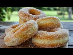 Αφράτοι Λουκουμάδες Παραλίας - How to make donuts - YouTube Low Calorie Cake, Cake Recept, Greek Pastries, Delicious Desserts, Dessert Recipes, Sugar Donut, Greek Recipes, Party Cakes, Sweet Tooth