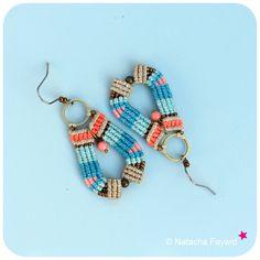 Micro macrame earrings, linen, aqua blue, turquoise and coral. Drop shape. Boho style. © Natacha Fayard #micromacrame #macrame #earrings #linen #aqua #blue #turquoise #orange #coral #bronze #boho #style #chic #drop #dangle #woven #jewelry