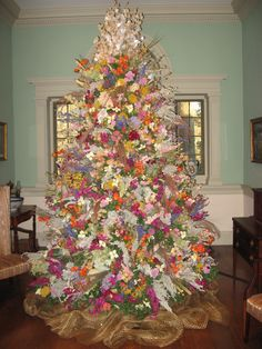 Winterthur Christmas!!! Love this tree decorated with flowers!!! Bebe'!!!