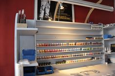 Pics of your workstation/painstation - Page 2 - Warhammer Fantasy - Hobby Tutorials - Schöne Hobby-Typen Warhammer 40k, Warhammer Paint, Warhammer Fantasy, Paint Storage, Craft Storage, Hobby Desk, Hobby Cnc, Painting Station, Model Shop