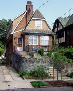 A house in North Riverdale, the Bronx. Bronx House, Bronx Nyc, Ny Ny, Victorian Houses, House Exteriors, Architectural Elements, Old And New, Wander, New York City
