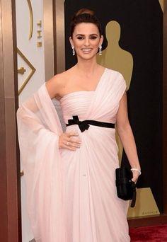 9806877e3245 Penelope Cruz at the 2014 Oscars. Makeup by Charlotte Tilbury  CTHOLLYWOOD  Oscar Dresses