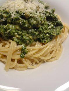 Spaghetti met spinazie, zalm en pesto
