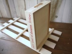 クギ必要なし!超初心者でも出来る「100均すのこ棚」の作りかた | Sumai 日刊住まい Magazine Rack, Cabinet, Storage, Furniture, Home Decor, Diy And Crafts, Clothes Stand, Purse Storage, Decoration Home