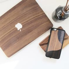How important it is to set a proper and inspiring workspace? Set yours on woodd.it  #wood #walnut #workspace #work #iphonecase #madeinitaly