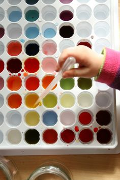 Create with your hands: Colour Mixing with Pipettes