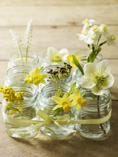 Combinatie van verschillende gele bloemen