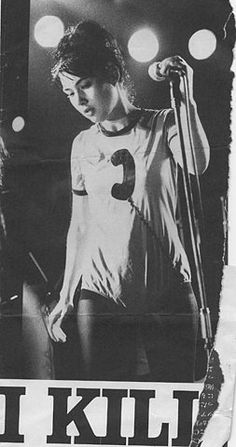 kathleen hanna, lead singer of Bikini Kill and influencial woman of the Riot grrrl movement