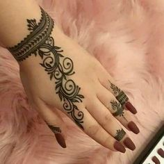Tattoo designs are just marvelous. Here, we are showing trendy Henna Tattoo Designs For Hands. Henna Tattoo Designs Simple, Finger Henna Designs, Modern Mehndi Designs, Mehndi Designs For Beginners, Mehndi Designs For Girls, Mehndi Designs For Fingers, Henna Designs Easy, Mehndi Design Images, Mehandi Designs