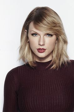 Taylor Swift hits the hearts with her beauty and hair styles as well as her songs. Bangs With Medium Hair, Medium Hair Styles, Short Hair Styles, Taylor Swift Now, Taylor Swift Style, Taylor Swift Short Hair, Taylor Swift Haircut, Celebrity Hairstyles, Hairstyles With Bangs