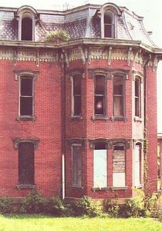 """The photo above was submitted to the site; as you can probably see, it contains a rather strange anomaly in one of the upstairs windows. The person who sent it to me says that no one was inside at the time, making it a pretty decent candidate for a """"ghost photo"""" of the Mansion. Lots of people claim to have encountered spirit presences there."""