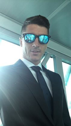 Bayern Munich players were smartly dressed as they took to the skies and headed to face Atletico Madrid in the Champions League. Joshua Kimmich and Robert Lewandowski shared pictures. Robert Lewandowski, Champions League, Munich, Madrid, Soccer, Face, Anna, Diamonds, Wattpad