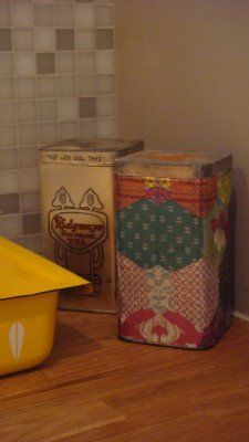 DIY covered tins with napkins .. Garnish: boxes (blog post on 11-09-08)