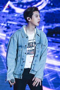 200111 K-pop Super concert in Hanoi -