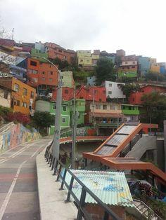 Comuna 13 walking tour in Medellin, Colombia. Para saber mucho más sobre sostenibilidad social visita www.solerplanet.com