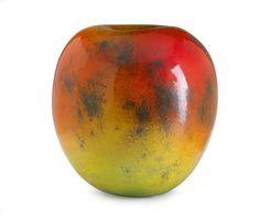 Äpple, starkeldsfajans, glasyr i rött och gult med inslag av svart, signerad HHg, höjd 46 cm