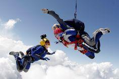 #путешествие #активныйотдых #спорттур #weekend #прыжокспарашютом Мечтать о небе хорошо, а летать - еще лучше! Для безумных людей, которые живут адреналином, Мы предлагаем испытать эмоции экстремального прыжка с парашютом.