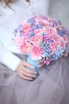 Букет в новых модных цветах 2016 года - розовый кварц (Rose Quartz) и голубая безмятежность (Serenity)