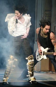 """Michael Jackson and Dave Navarro performing """"Black or White"""" live at the Apollo on April 24, 2002 at a DNC fundraiser."""