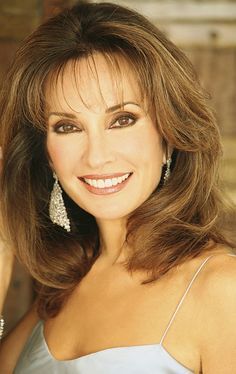 Susan Lucci is credited as Actress, All My Children, Hot in Cleveland. Susan Lucci is an American actress, best known for portraying Erica Kane on the daytime drama All My Children. Susan Lucci, Trendy Haircuts, Modern Hairstyles, Medium Hairstyles, Beautiful Women Over 40, Beautiful People, Aging Gracefully, Famous Women, Famous People