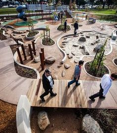 Plottrigt men fint med inramade sand/stenytan. Säkerhet? ASPECT Studios, Dandenong park Regional Playground, Australia. Visit the slowottawa.ca boards >> http://www.pinterest.com/slowottawa/