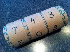 con 2 tubos de papel higuienico o de cocina podemos crear nuestra propia forma de contar, podemos incluir mas números para poner y enseñar el día el mes y el año, las horas,,,etc.