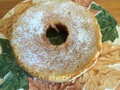 Bolo de Erva Doce e Hortelã   Vai precisar de… 200g de manteiga 3 ovos 1 colher de chá de fermento 2 xícaras de chá de farinha de trigo 1/3 de xícara de cafezinho de semente de erva doce ou 5 saquinhos 1 punhado de folhas de hortelã frescas (25 a 30 folhas) 2 xícaras de chá de açúcar 1 xícara e meia de chá de água Açúcar refinado para polvilhar o bolo ao final se quiser