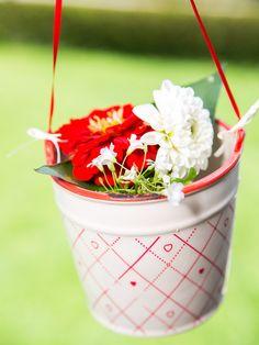 Hochzeitsdeko - Hängetopf mit kleinen Herzchen - ein Designerstück von Sweet-Table-Art bei DaWanda