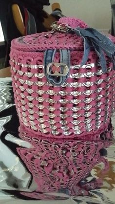 Beautycase van (blik)lipjes gehaakt