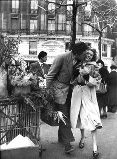 Robert Doisneau: Bouquet of Daffodils, 1950    Happy Valentine's Day!