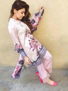 Pakistani Dress Design, Pakistani Outfits, Indian Outfits, Indian Party Wear, Indian Wear, Casual Party Dresses, Casual Outfits, Girl Fashion, Fashion Dresses