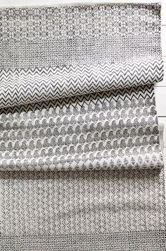 Ellos Home Malin-matto 140x200 cm väreissä Musta/kermanvalkoinen, Sininen/kermanvalkoinen kategoria Koti - Puuvilla- ja räsymatot - Ellos