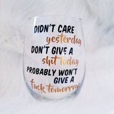 Funny Wine Glasses, Glitter Wine Glasses, Birthday Wine Glasses, Diy Glasses, Diy Christmas Wine Glasses, Wine Glass Sayings, Wine Glass Crafts, Funny Wine Sayings, Bottle Crafts