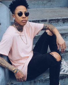 Lesbian Fun World - Page 2 of 2 - Home to Lesbian Book Lovers Androgynous Fashion Women, Butch Fashion, Queer Fashion, Tomboy Fashion, Fashion Outfits, Androgynous Style, Grunge Fashion, Mens Fashion, Estilo Butch