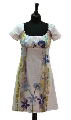 Bei Schnittquelle finden Sie Schnittmuster - wie z.B. Kleid Brindisi die einfach zu nähen und raffiniert zugleich sind.