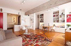 Sala com prateleiras para guardar livros