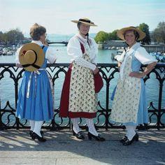 Kanton Zürich, Werktagstracht Stadt Zürich Traditional Fashion, Traditional Outfits, Folk Costume, Costumes, Women Wear, Ladies Wear, Female Head, People Of The World, Switzerland