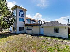 Dari's Beach House in Lincoln CityVacation Rental in Lincoln City from @homeaway! #vacation #rental #travel #homeaway
