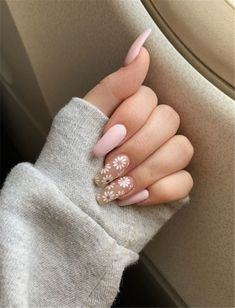 Frensh Nails, Rose Nails, Swag Nails, Daisy Nails, Daisy Nail Art, Acrylic Nails Coffin Short, Best Acrylic Nails, Tulip Nails, Cute Acrylic Nail Designs