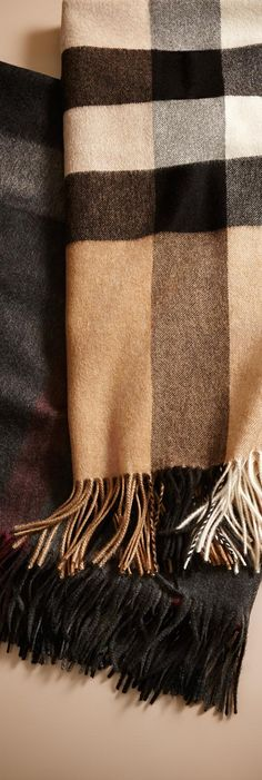 Cashmere blankets in iconic check from Burberry