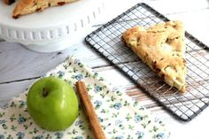 Cinnamon chips make these apple scones super delicious. Perfect to serve for any brunch or breakfast. Cinnamon Chip Scones, Apple Scones, Cinnamon Chips, Apple Cinnamon, Slimming World Cake, Sweet Bread, A Food, Brunch, Easy Meals