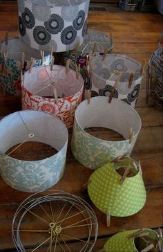 Tutorial for how to make a drum lamp shade...from the lampshadelady blog. Very cool site!!! Lots of great tips here and some really gorgeous lampshades!