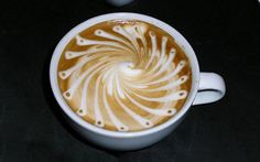 Creative Circular Pattern Latte // Creative 3D Coffee Latte Art Pictures, Images & Designs