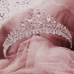 Shared by KᗩTEᖇIᑎᗩ ᖇIᔕTOᐯᗩ ✨. Find images and videos about pink, aesthetic and Queen on We Heart It - the app to get lost in what you love. Crown Aesthetic, Princess Aesthetic, Queen Aesthetic, Gold Aesthetic, Cute Jewelry, Hair Jewelry, Bling Jewelry, Quinceanera Tiaras, Quinceanera Party