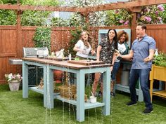 Spend a fun and food-filled morning in The Kitchen with hosts Sunny Anderson, Katie Lee, Jeff Mauro, Marcela Valladolid and Geoffrey Zakarian. From simple supper ideas, food trend discussions and family meal tips to trivia games and viewer questions, they'll cover all things fun in food.