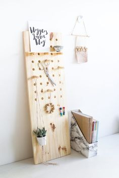Store your tools, jewelry, or even kitchen accessories in style! You only need basic DIY skills to make this oversize peg board.