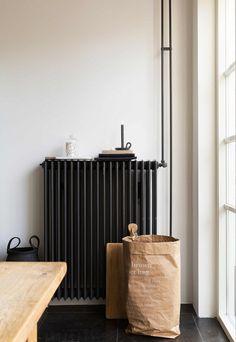 Anthracite Victorian style column radiator